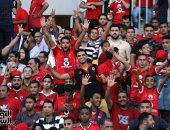 صورة .. جمهور الاهلى والزمالك إيد واحدة ببرج العرب