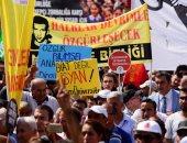 بالصور.. مظاهرات بتركيا احتجاجا على حبس المعارضين والصحفيين