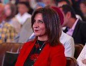 بالصور.. وزيرة شئون المصريين بالخارج: عدم الاهتمام بالتعليم سبب الهجرة غير الشرعية