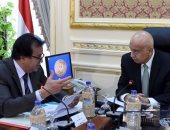رئيس الوزراء يستعرض تقريرا حول بدء الدراسة بالجامعات المصرية