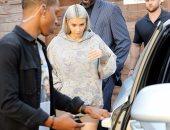 بالصور.. تعرف على سبب زيارة كيم كاردشيان لشقيقتها كورتنى بالـ bodyguards