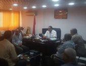 رئيس مدينة سفاجا يجتمع بمسؤولى التعليم لمناقشة الاستعدادات للعام الدراسى