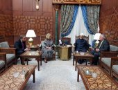 شيخ الأزهر يستقبل مشيرة خطاب ومحمد العرابى لدعم السفيرة فى اليونسكو