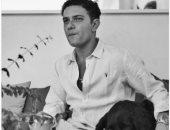 """آسر ياسين ضيف """"بحب السيما"""" على نجوم إف إم"""