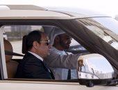 لقطة اليوم.. محمد بن زايد يقود سيارته بصحبة الرئيس السيسي فى جولة بأبوظبى