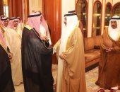 """ضربة خليجية جديدة لتميم.. ملك البحرين يستقبل شيخ قبيلة """"آل مرة"""" القطرية"""