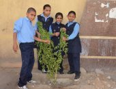 """بالصور.. انطلاق مبادرة """"معا نستطيع"""" لتشجير محيط المدارس بمشاركة طلاب إسنا"""