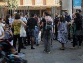 بالفيديو.. الشرطة الإسبانية تحبس الكاتالونيين داخل مراكز الاقتراع