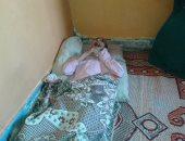 بالصور.. عبد الله عائل أسرته الوحيد أصيب بشلل ووالده مديون بـ80 ألف جنيه
