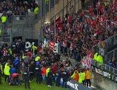 بالفيديو والصور.. إلغاء مباراة بالدوري الفرنسي بعد انهيار حاجز الجماهير