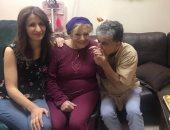 بالصور.. انتشال التميمى وساندرا نشأت يزوران نادية لطفى فى المستشفى