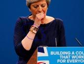 """أسورة """"تريزا ماى"""" تثير الجدل مواقع التواصل الاجتماعى فى بريطانيا"""