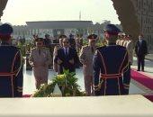 المتحدث العسكرى ينشر فيديو لزيارة السيسى قبر الجندى المجهول والسادات وناصر