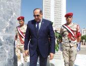 محافظ سوهاج ومدير الأمن يضعان إكليلاً من الزهور على النصب التذكارى