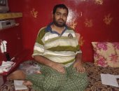 """بالصور.. مأساة """"أحمد"""" شاب وحيد مشلول ويحتاج إعانة شهرية وكرسى كهربائى"""