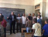 بالصور.. رئيس مركز ديروط يتفقد مدارس المندرة بعد مقتل معلم  بخصومة ثأرية