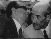 شاهد.. سيد مكاوى يهمس فى أذن الشاعر أحمد رامى