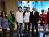 بالصور.. قناة النهار تحتفل بأشهر اثنين مشجعين فى مدرجات مباراة مصر والكونغو