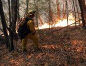 رجال الإطفاء يحاولون إخماد حرائق كاليفورنيا ومقتل 28 شخصا
