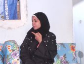 وفد من الكنيسة يهنئ أصغر مأذونة فى مصر بأسوان ويهديها حقيبة العمل