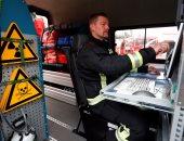 بالصور.. تدريب رجال الإطفاء فى ألمانيا على مواجهة حوادث الإشعاع النووى