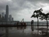 """شاهد تأثير إعصار  """"مانكوت"""" على الساحل الجنوبى لهونج كونج.. فيديو"""
