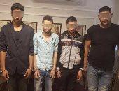 حبس 5 عاطلين لتهديد طالب بالسلاح وسرقة 10 آلاف جنيه بالمنوفية