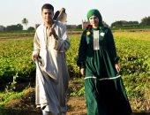 بالصور.. عروسان تجمعهما قصة حب بطعم الريف: طلعت يا محلا نورها شمس الشموسة
