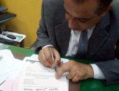 """بالصور.. رئيس حى الجمرك بالإسكندرية يوقع استمارة حملة """"عشان تبنيها"""""""