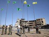 بالصور.. القوات السورية ترفع أعلامها فى أنحاء مدينة الرقة