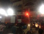 بالصور.. السيطرة على حريق بمحل أحذية بوسط أسيوط دون خسائر فى الأوراح