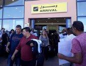 بالصور.. مطار مرسى علم يستقبل 216 سائحا إنجليزيا
