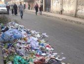 بالصور.. تلال القمامة أمام مدرسة الحضرة بالإسكندرية ومطالب بصناديق لجمعها