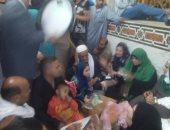 بالفيديو والصور.. آلاف الزائرين يودعون مولد الدسوقى بالتبرك بأثار كف النبى