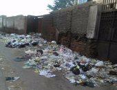 بالصور.. انتشار القمامة بشارع البحر فى المنصورة يثير استياء الأهالى