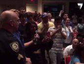 بالفيديو.. مصرية تحرج زعيما يمينيا أمريكيا: ما شعورك لو تم لكمك على وجهك؟