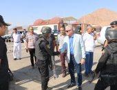 بالصور ..محافظ جنوب سيناء يتفقد الكمائن الأمنية بشرم الشيخ