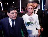 بالصور.. مارادونا يتصدر أساطير كرة القدم الحاضرين لحفل جوائز الفيفا