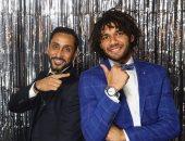 """فيفا يداعب محمد الننى وسامى الجابر قبل توزيع جوائز """"الأفضل فى العالم"""""""
