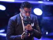 """رونالدو يحتفل بجائزة """"الأفضل عالميا"""": الفوز بها مرة أخرى شعور مذهل"""