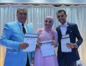 """عروسان يحتفلان بخطبتهما فى أسوان بتوقيع استمارة """"علشان تبنيها"""" لدعم الرئيس"""