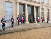 فيديو.. الفرنسيون يتكدسون أمام أبواب الإليزيه لتدوين التعازى فى وفاة شيراك