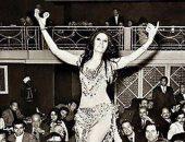 شاهد.. صورة نادرة للراقصة زيزى مصطفى فى رقصة بإحدى الحفلات الكبرى