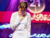 منة شلبى بعد فوزها بجائزة أفضل ممثلة: شكراً للعظماء اللى ورا الكاميرا