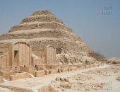 فيديو.. طفل يفاجئ وزير الآثار بشرح تاريخ هرم زوسر بسقارة (تحديث)