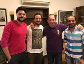 """رامى إمام ينشر صورة مع مؤلفى """"عوالم خفية"""" على انستجرام"""