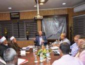 بالفيديو.. محافظ أسوان يجتمع بأعضاء لجنة التوعية لمتابعة ما يتم تنفيذه داخل كل قطاع