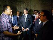 بالفيديو والصور.. أبو هشيمة ووزير الاتصالات ومحافظ قنا فى جولة سياحية بمعبد دندرة