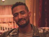 """فيديو.. محمد رمضان يثير الجدل بترديد مقطع من أغنية """"ملعونة الشهرة"""""""
