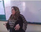 بالفيديو.. معلمة تشرك طلابها فى شرح المنهج الدراسى بطريقة مبتكرة بالغربية